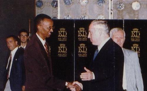 Paul Kagame com Netanyahu, uma vocação para os impactos da hegemonia unipolar em África, explorando processos contraditórios e disseminando expansão