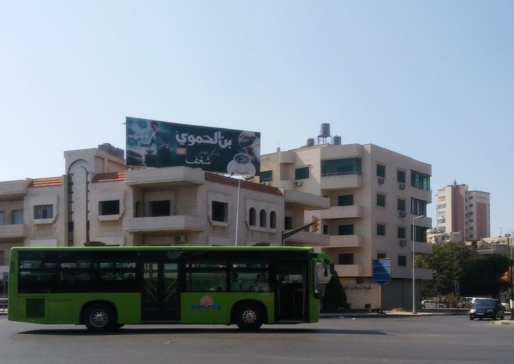 Con la crisis en su recta final, la publicidad comercial ha vuelto a las calles de Homs y otras ciudades sirias