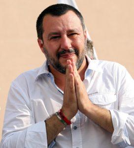 """Matteo Salvini, a morte oculta por via da xenofobia e do racismo, enquanto ingredientes de guerra psicológica do """"moderno"""" e instrumentalizado neofascismo europeu"""