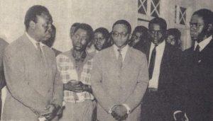Inauguração do Dispensário-Hospital do CVAAR em Léopoldville. À frente vê-se Gaston Diomi, Mário de Andrade e Américo Boavida
