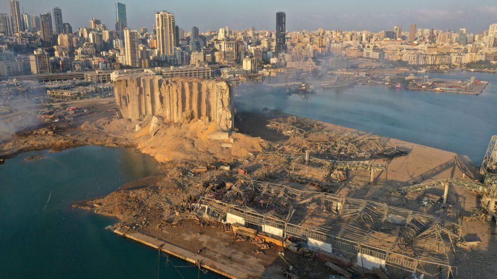 Puerto de Beirut, 5 de agosto de 2020. AP Photo/Hussein Malla